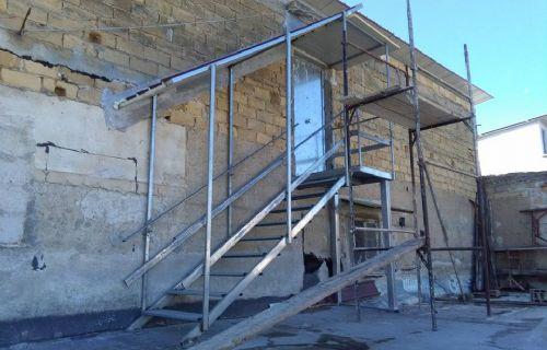 Scala con copertura e Porta Corazzata